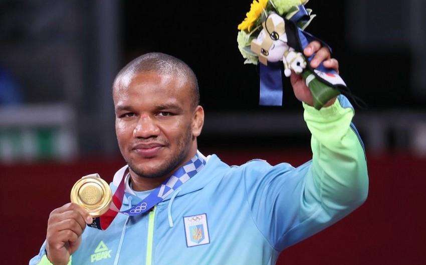 Ukraynalı deputat olimpiadada qazandığı medalı satır