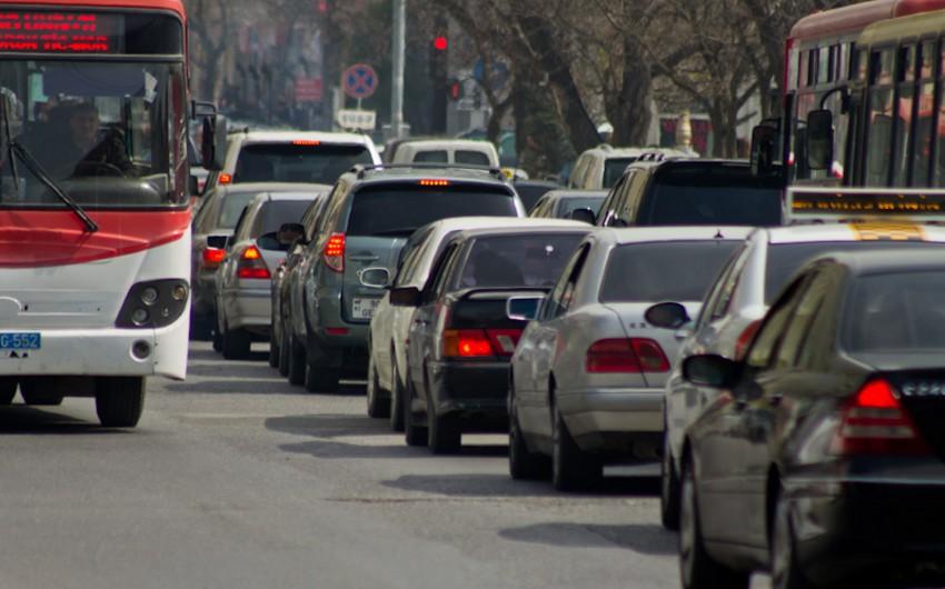На одном из основных проспектов Баку образовались пробки