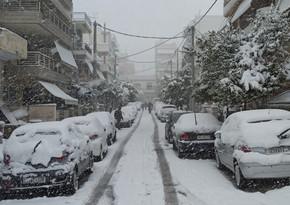 В Греции сотни домов шестые сутки остаются без света после снегопада