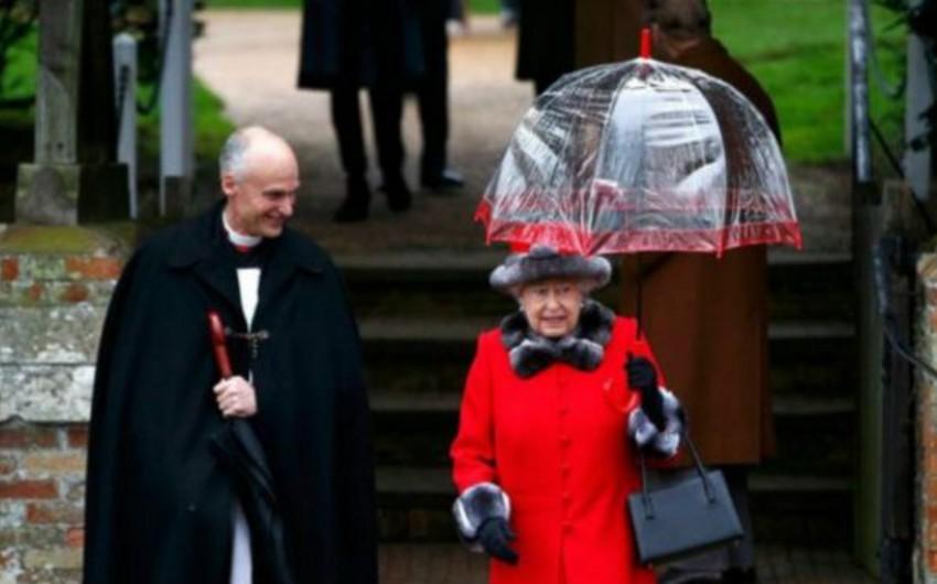 Böyük Britaniya kraliçası ll Yelizaveta Milad Günü mərasimlərinə qatılıb