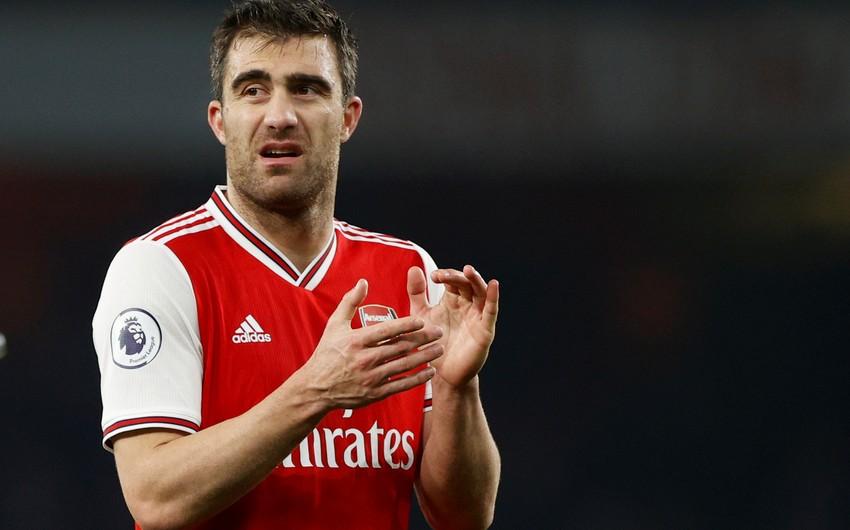 Arsenal müdafiəçisi ilə vidalaşdı