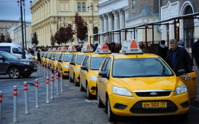 Arsenal azarkeşləri Moskvada taksi sürücüsünün zorakılığının qurbanı olub