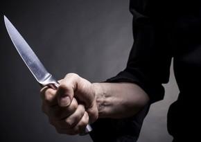 Bakıda kişi arvadını qətlə yetirib, daha iki nəfəri bıçaqlayıb