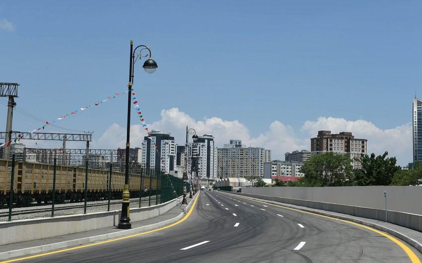 Prezident İlham Əliyev Bakıda yeni salınan yolun açılışında iştirak edib