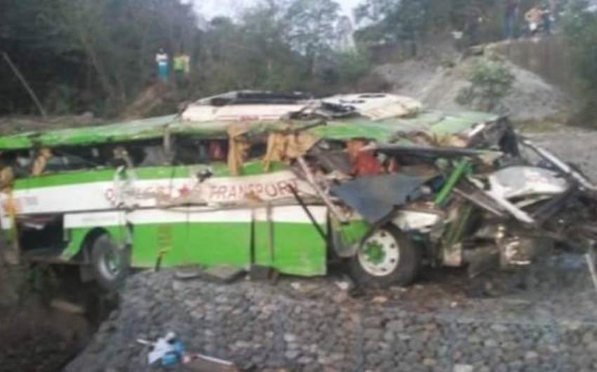 Filippində sərnişin avtobusu qəzaya uğrayıb, 19 ölü, 25 yaralı