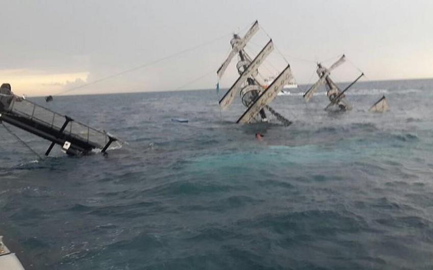 Antalyada tur gəmisi batıb, 73 nəfər xilas edilib
