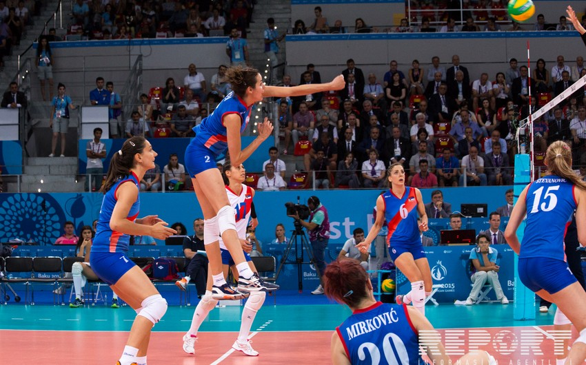 Azerbaijani women's volleyball players competing for the bronze medal