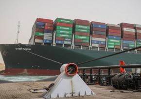 Süveyş kanalında tıxac yaradan yük gəmisi boşaldılacaq