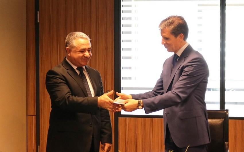 """Sosial Tədqiqatlar Mərkəzinin əməkdaşlarına """"Cümhuriyyət medalı"""" təqdim edilib"""
