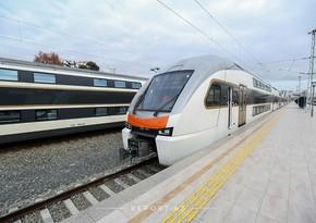 Проезд в бакинских электричках можно будет оплатить бесконтактными картами