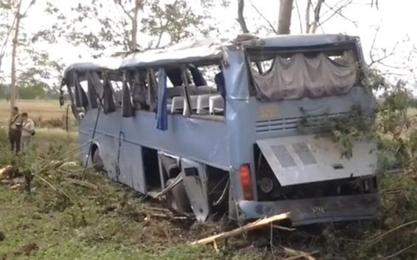 Kubada sərnişin avtobusu aşıb, 55 nəfər yaralanıb - VİDEO