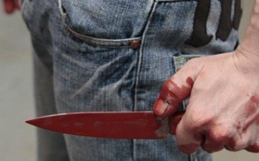 Sabunçuda 29 yaşlı gənc bıçaqlanıb