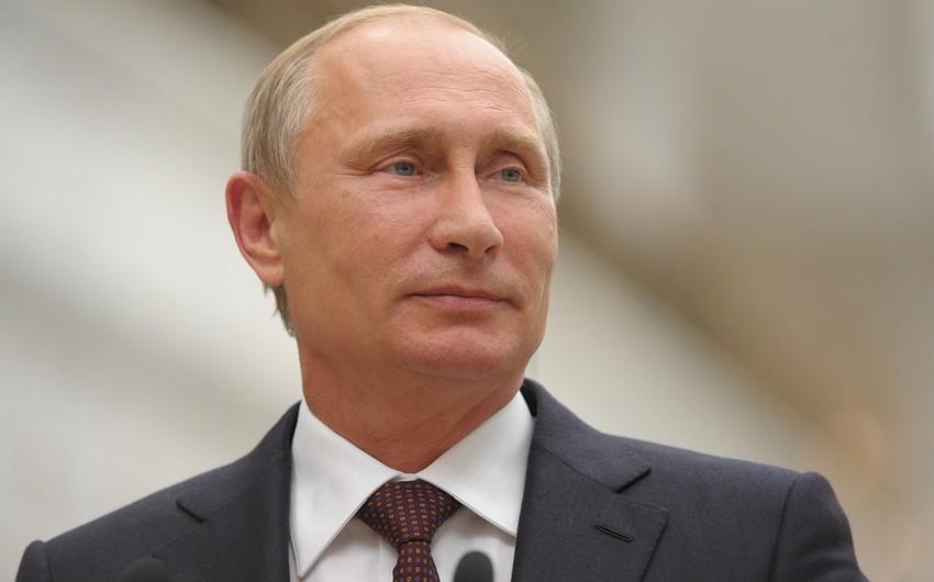 Vladimir Putin Bakı 2015də çıxış edən Rusiya idmançılarına təbrik ünvanlayıb