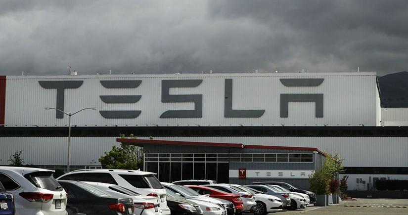 """""""Tesla"""" rekord mənfəət əldə edib"""