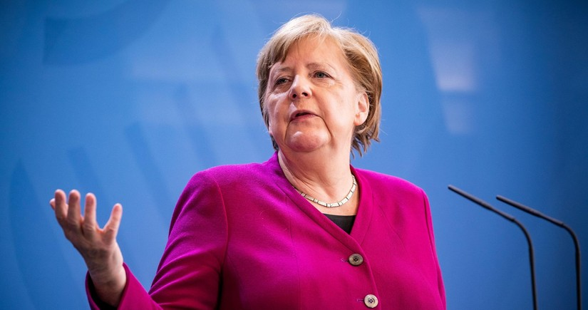 Merkel says color of her clothes conveys political signals