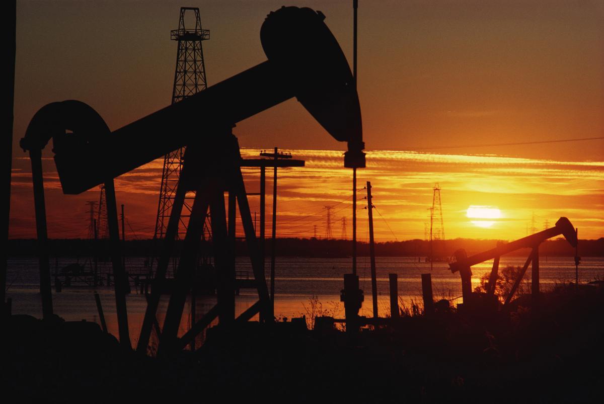 Dünya bazarında neft 6% ucuzlaşıb