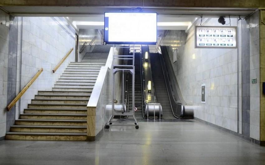 Bakıda 43 yaşlı kişi metroda yıxılaraq xəsarət aldı