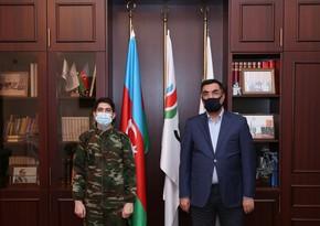 Elmar Qasımov Vətən müharibəsində iştirak edən əməkdaşla görüşüb