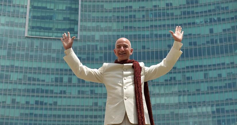 Безос снова продал акции Amazon