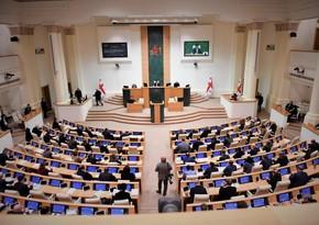 Грузинская оппозиция официально отказалась от депутатских мандатов