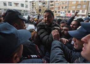Полиция Армении перекрыла улицу у здания парламента в Ереване