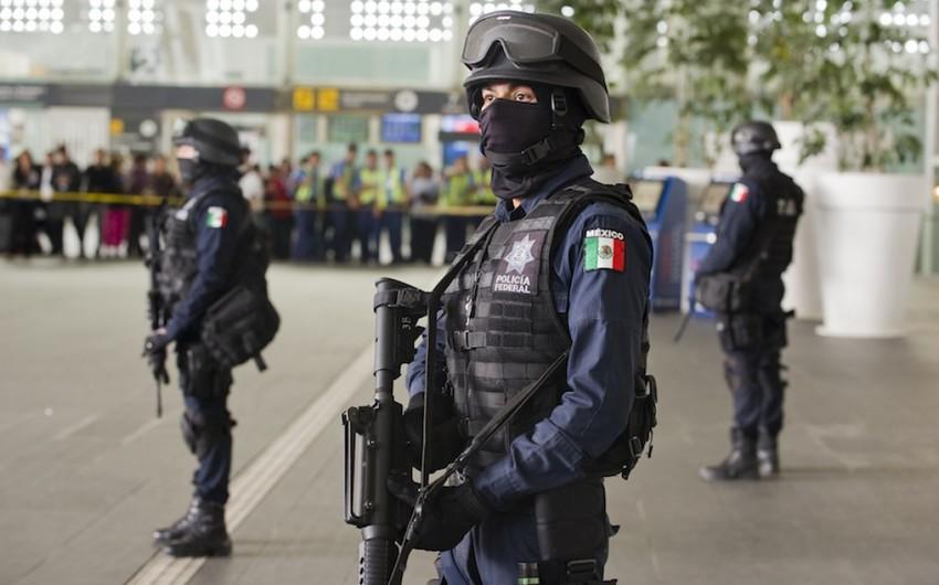 Mexikoda sürücü maşını mitinq iştirakçılarının üzərinə sürüb, bir neçə nəfər yaralanıb