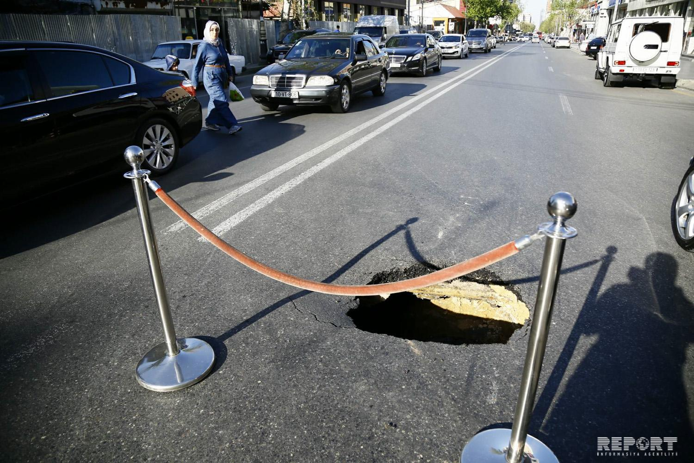 В Баку просела дорога на улице Гасана Алиева