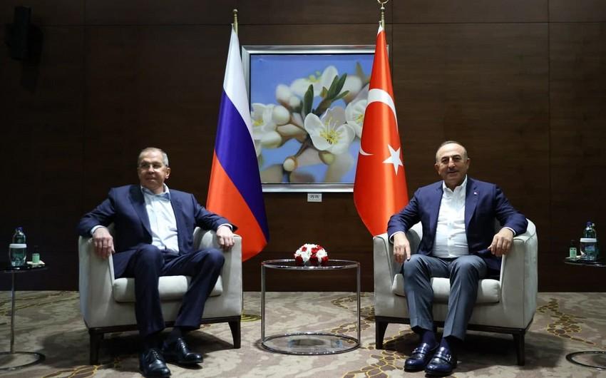 Начались переговоры глав МИД Турции и России