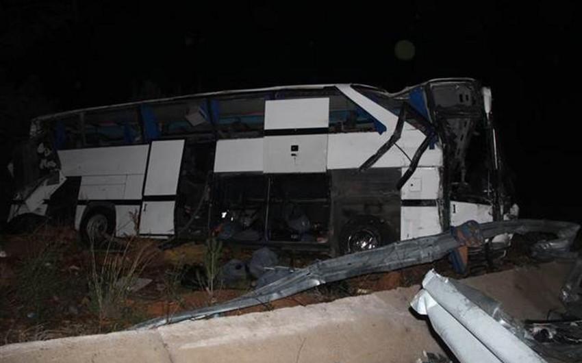 Türkiyədə avtobus aşıb, 8 nəfər ölüb, 42 mühacir yaralanıb