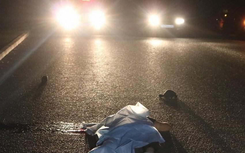 Bakıda avtomobil piyadaları vurdu, ölən var