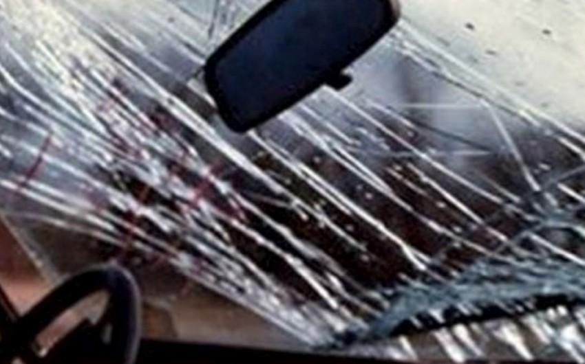 Azərbaycanda sürücünün sükan arxasında yuxuya getməsi ilə baş verən qəzada 1 nəfər ölüb