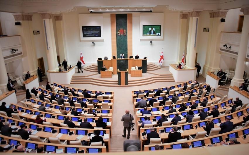 Gürcüstanın müxalifət partiyası deputat mandatlarından imtina edib