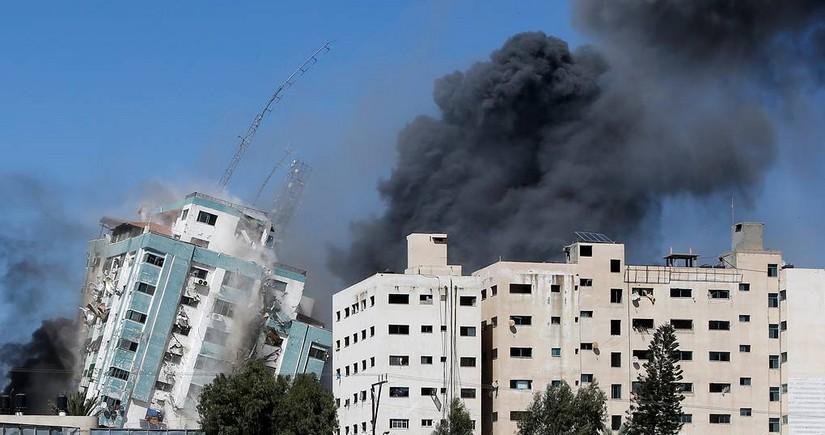 """""""HƏMAS""""ın silah saxladığı 11 mərtəbəli bina dağıdıldı"""