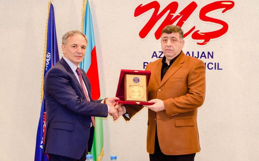 Yazıçı-publisist Orxan Fikrətoğluya Mətbuat Şurasının mükafatı təqdim olunub