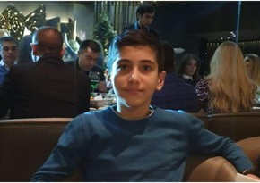 В Баку умер подросток, на которого упала каменная плита с фасада здания