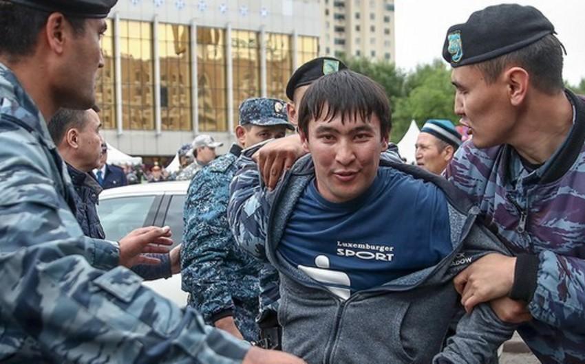 В Казахстане задержали более ста человек на несанкционированных митингах