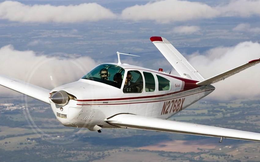 В США самолет упал на жилые дома, погибли три человека