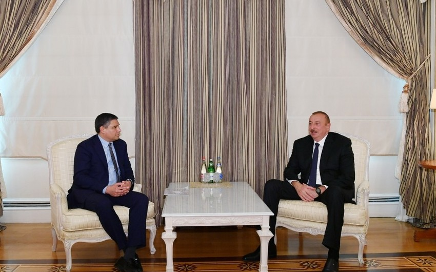 President Ilham Aliyev received chairman and CEO of Baker Hughes, a GE company