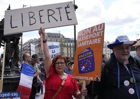 В Париже полиция разгоняет оставшихся на площади Бастилии манифестантов