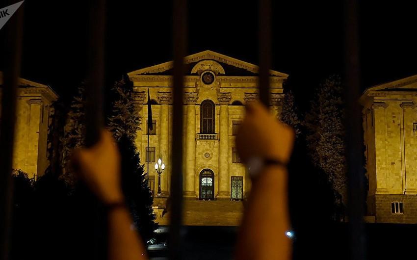 Ermənistan parlamentində yanğın olub