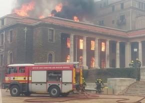 В ЮАР загорелось здание университета