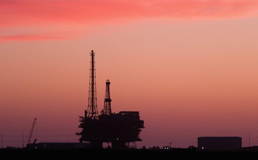 Brent markalı neftin bir barelinin qiyməti 63 dolları ötüb