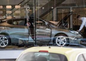 Продажи автомобилей в Европе с начала года упали почти на треть