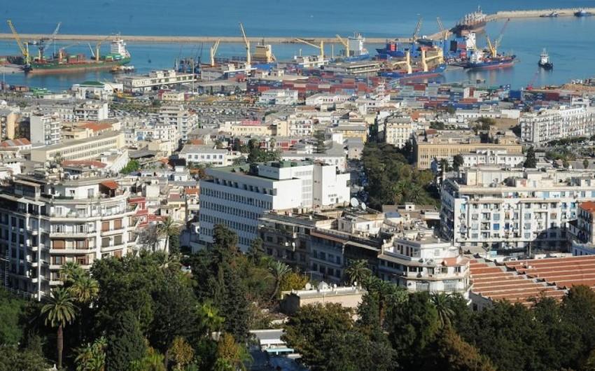 В Алжире продлили комендантский час из-за коронавируса до конца августа