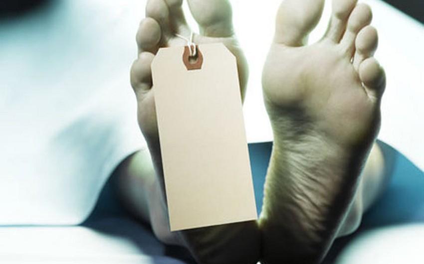 Paytaxt sakini evində ölü tapılıb