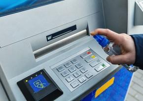 Bakıdakı bankomatların yanında dezinfeksiya qabları quraşdırılır