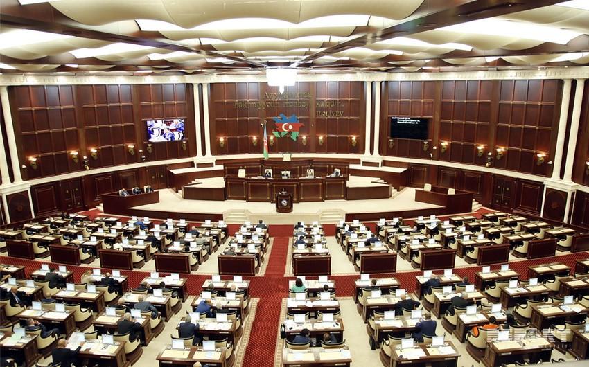 Milli Məclisin deputatları parlamentin növbədənkənar sessiyasının çağırılması üçün müraciət edib