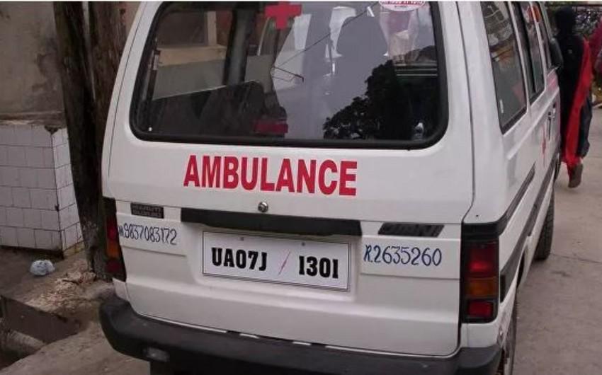 Hindistanda gəmi çevrilib, 7 nəfər ölüb, onlarla insan itkin düşüb