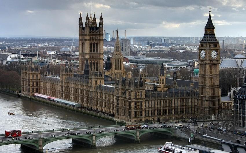 Britaniya parlamenti Vestminster sarayını tərk edəcək