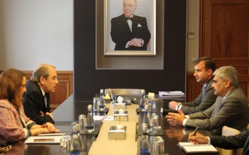 Maliyyə naziri Qara Dəniz Ticarət və İnkişaf Bankının prezidenti ilə görüşüb